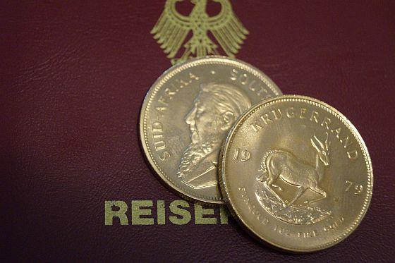 Goldmünzen und kleine Goldbarren eignen sich hervorragend als Krisenwährung. Silber nimmt man dazu, damit man auch kleinere Geschäfte abschließen kann. (Foto: Burgdorf)