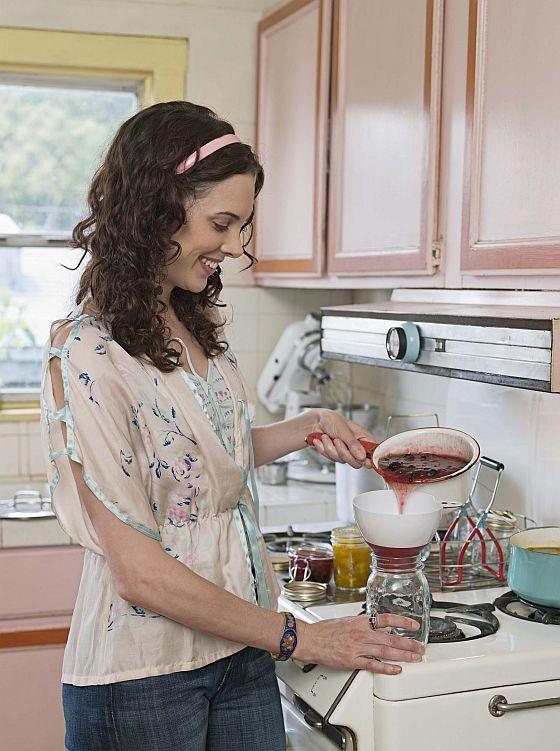 Selber Einkochen macht Spaß - und man weiß, was drin steckt. (Foto: obs/Forum Zucker/68/Ocean/Corbis/)