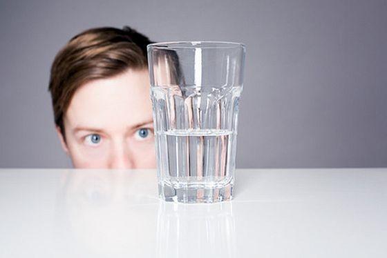 In der Vorbereitung auf eine mögliche Ausnahmesituation oder einen Notfall spielt die Versorgung mit Trinkwasser eine besondere Rolle. (Foto: fotolia/lassedesignen)