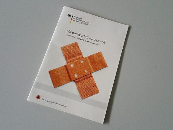 """Bereits seit 2007 erhältlich: Die Broschüre """"Für den Notfall vorgesorgt - Vorsorge und Eigenhilfe in Notsituationen"""" vom Bundesamt für Bevölkerungsschutz und Katastrophenhilfe."""